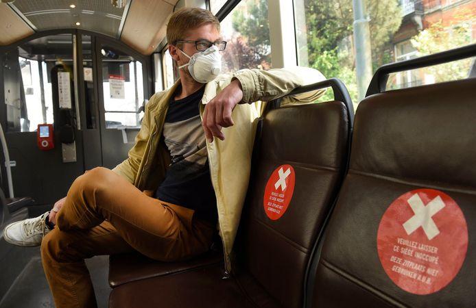 Mondmaskers zijn vanaf 4 mei verplicht voor wie het openbaar vervoer wil gebruiken in België.