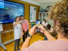 Superster Rolf Sanchez neemt TikTok-filmpje op met kinderen van basisschool in Winssen