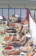 Begin april 2003 lagen de stranden al vol zonnekloppers, maar een week eerder moesten we nog massaal mutsen en sjaals aantrekken.