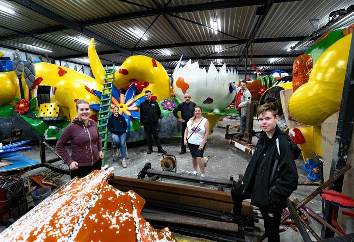 De Flausmause mochten zaterdag weer voor het eerst sinds 7 maart in hun carnavalsbouwhal in Budel.