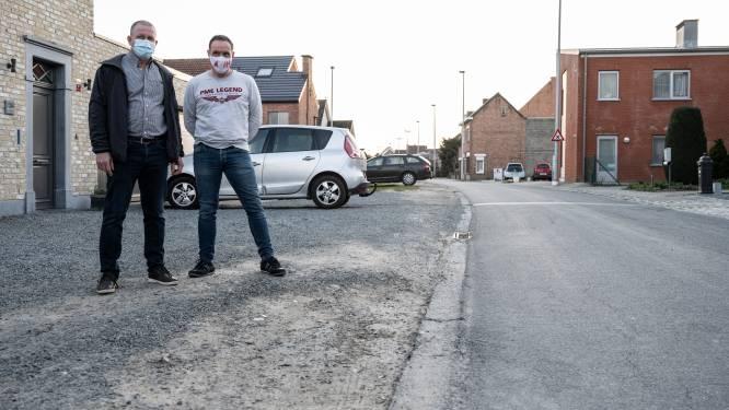 """Bewoners Heidestraat gaan voor veiligere straat: """"Voetpaden nodig en minder snel verkeer"""""""