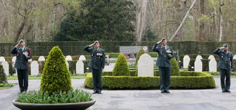 Militairen eren op Grebbeberg gesneuvelde regimentsgenoten