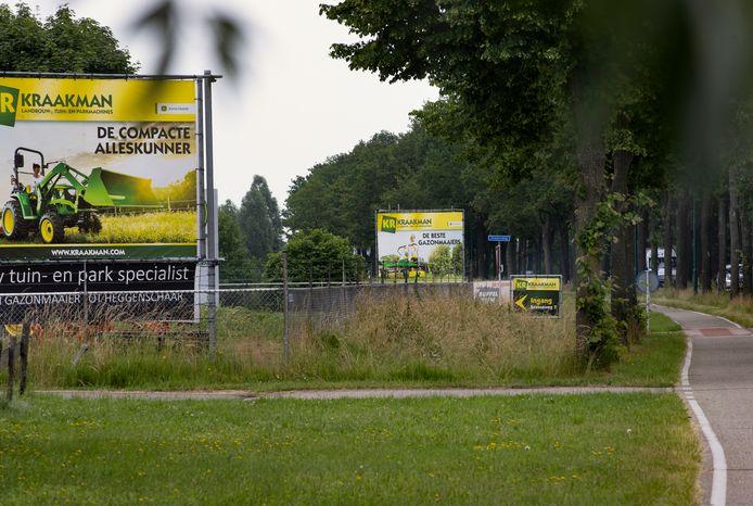 Grote reclameborden aan de Beekseweg in Lieshout. Dit soort reclameuitingen zouden in het hele gebied tussen Eindhoven en Helmond verboden moeten zijn.