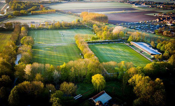 De voetbalvelden van Voetbalvereniging Heerjansdam. Een nieuw kunstgrasveld komt er voorlopig niet.