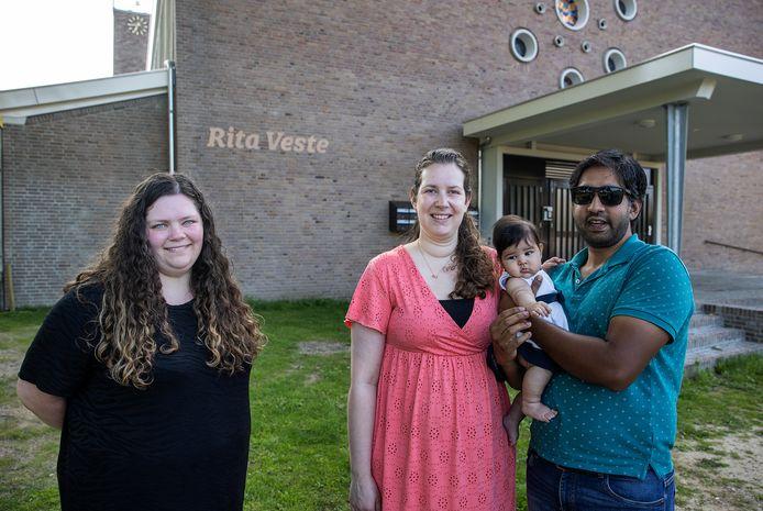 Vlnr: Marleen van Wijk en Elise en Ashi James met dochtertje Maria, wonen in de voormalige Ritakerk te Boskant.