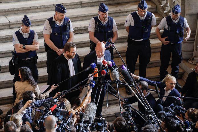 Advocaten Romain Delcoigne en Sven Mary, die Abdeslam vertegenwoordigen, staat de pers te woord.