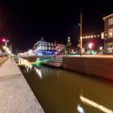 Het nieuwe water door Zevenbergen stroomt weer als een slagader door het centrum. De feestverlichting werkte feeëriek.