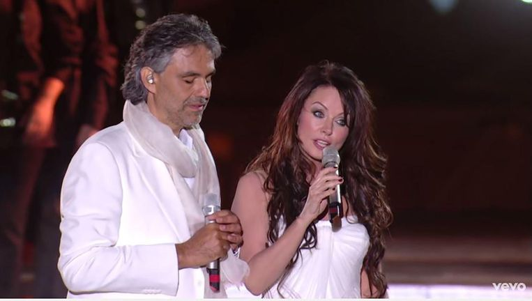 Andrea Bocelli en Sarah Brightman zingen 'It's time to say goodbye'. Beeld null