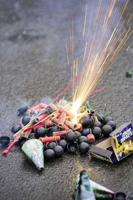 Enorme schade aan trottoirputten door vuurwerk in Westland