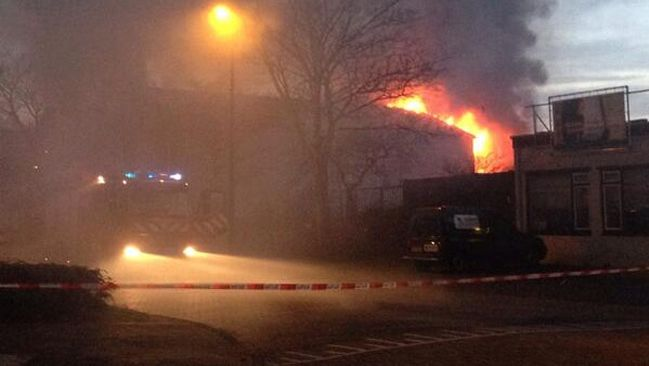 Een grote brand in het garagebedrijf aan de P.J. Troelstraweg in Maassluis.