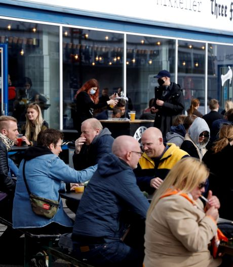 """Le """"coronapas"""" accélère la réouverture générale au Danemark"""
