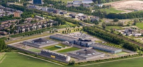Waarom is Lelystad in beeld voor een zwaarbeveiligde rechtbank en valt Zwolle (waarschijnlijk) af?