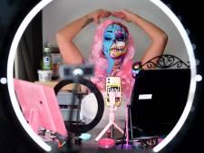 Facepainter Pammy creëert dagelijks een horrorlook: 'Niks leuker dan mezelf lelijk maken'