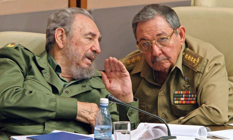 Fidel en Raúl Castro in 2003. Beeld AFP
