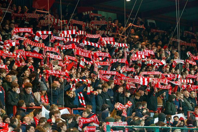 De supporters van Kortrijk zien een fusie met Moeskroen en Roeselare niet zitten