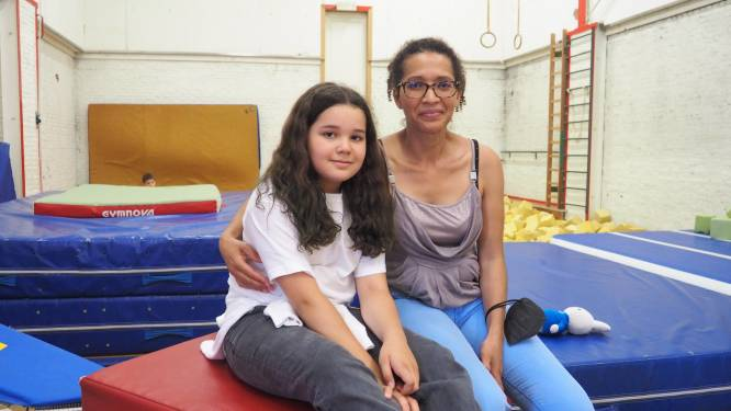 """Mama van turnster Jutta ziet haar dochter schitteren op groot scherm bij Gymflex: """"Je kind zien vallen, is moeilijk"""""""