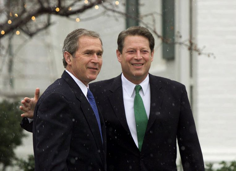 President-elect Bush meets with Vice President Al Gore at Gore's official residence in Washington, in this Dec. 19, 2000 file photo.  Beeld AP