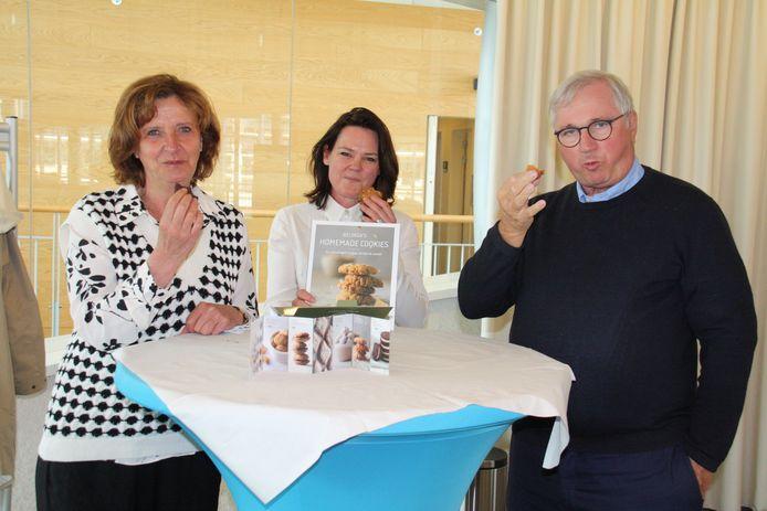 Schepen Dorine Geersens en burgemeester Marc Vanden Bussche nemen alvast de proef op de som
