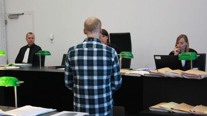 Ontslagen assistent die Petra De Sutter bedreigde voor rechter