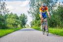 Thijs Strobos zag als jongetje Joop Zoetemelk met een noodgang langs Delft fietsen.