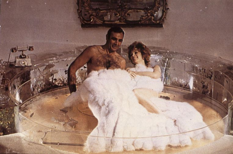 Sean Connery met Bond-girl Jill St. John in Diamonds Are Forever Beeld anp