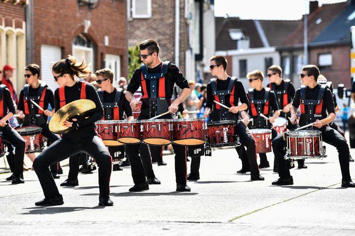 Drumspirit Percussie Performance mocht op spectaculaire manier de corso openen.