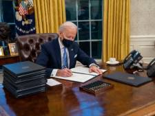 Pourquoi Joe Biden utilise autant de stylos pour signer les décrets