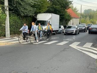 Politie controleert of inhaalverbod nageleefd wordt in fietsstraten in Marke