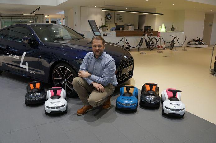 BMW Meeusen schenkt vijf loopauto's aan twee instellingen in Brasschaat en Kapellen.