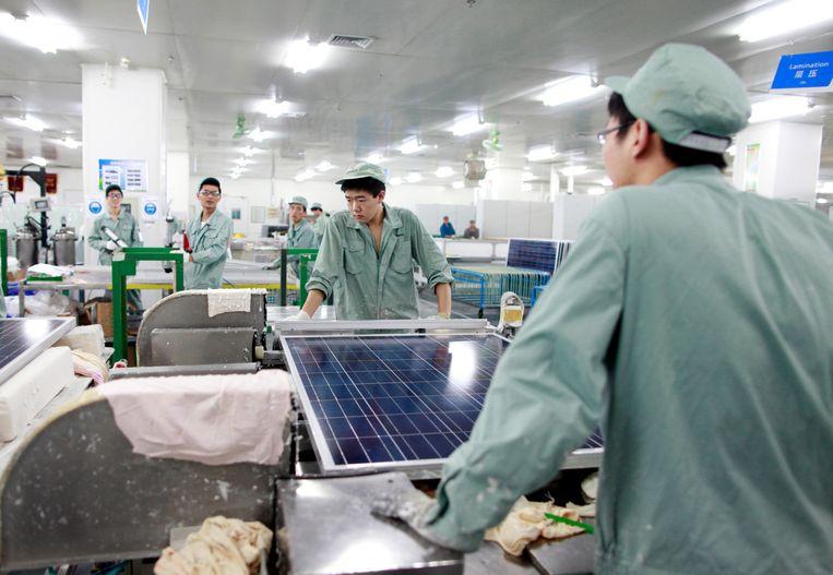 November 2011, de fabriek van Suntech in Wuxi was toen al een van de grootste in het maken van fotovoltaïsche zonnepanelen. Beeld Corbis / Getty