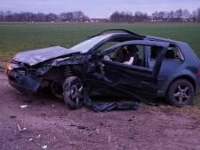 Auto botst tegen tractor in Drunen