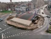 De Monicabrug stond in 1999 nog midden op een verkeersplein en daar was goed over nagedacht