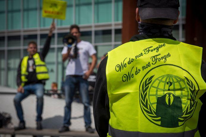 Op het 18 Septemberplein komt de organisatie Demonstratie van het Volk bijeen om te demonstreren tegen de lockdown.