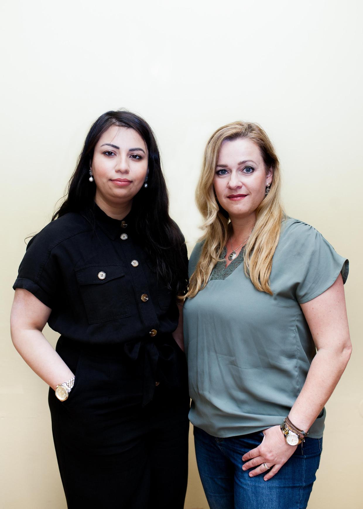 Diana (links) en Chantal. Beiden hebben zich laten testen op covid voor de foto. Beeld Nina Schollaardt
