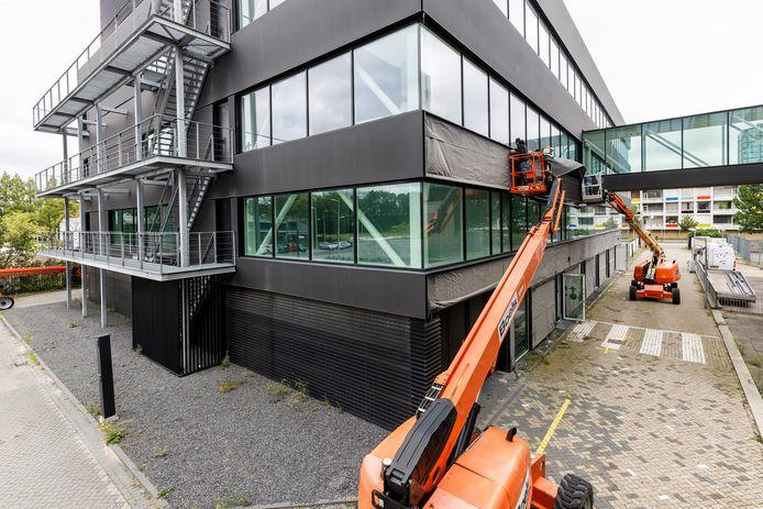 Na ruim vijf jaar verhuist het pand van de tijdelijke rechtbank Amsterdam naar een nieuwe locatie. Het gebouw is één van de eerste praktijkvoorbeelden van circulair bouwen in Nederland. Lagemaat it Heerde is verantwoordelijk voor de demontage: van sloopbedrijf naar circulaire demontage en bouw.
