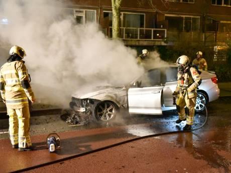 OM: 'Criminele jongeren hielden rooftocht in Kanaleneiland en staken auto's in brand'
