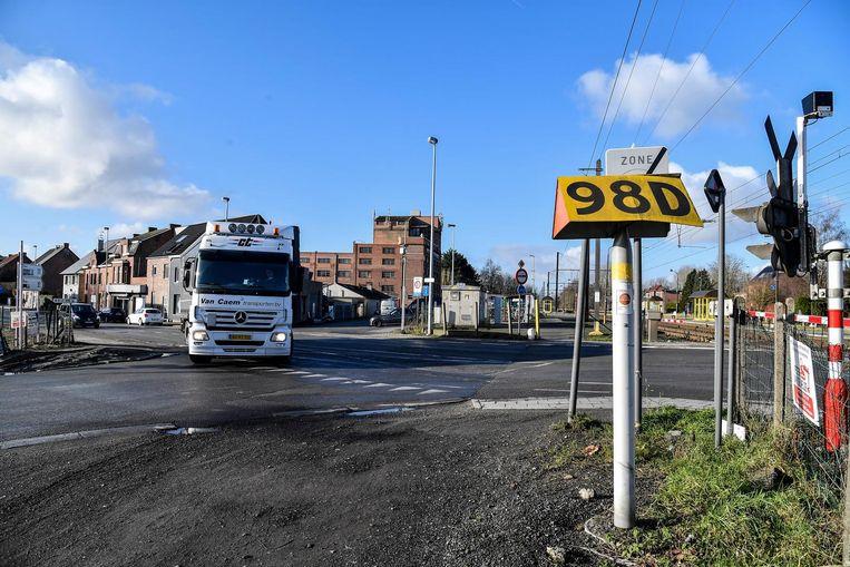 Het kruispunt aan de spoorwegovergang zal ook grondig aangepakt worden.