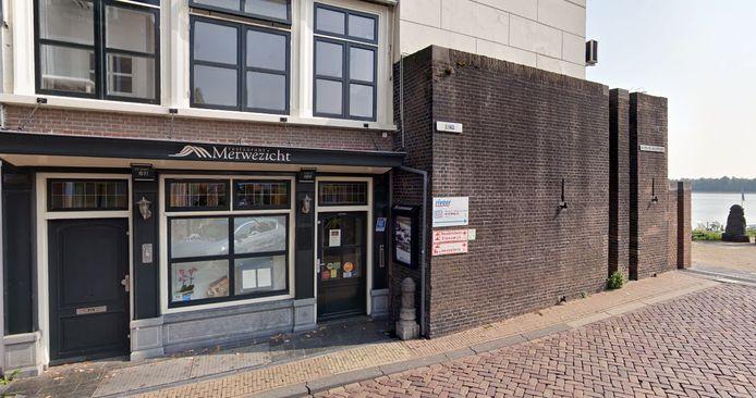 Restaurant Merwezicht op het Eind zit op een van de mooiste locaties in Gorinchem. Maar de deuren gaan niet meer open, want het restaurant is failliet.