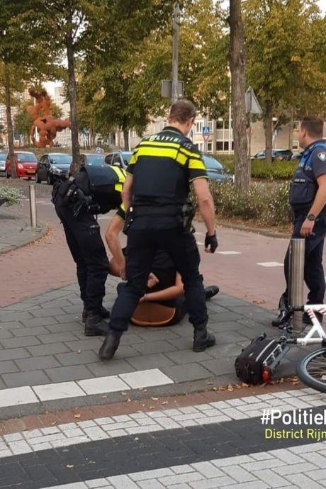 Politie pakt jongere met mes na achtervolging in Spijkenisse