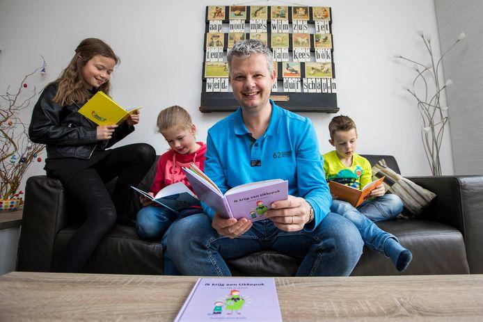 René Kops heeft een gemotiveerd panel van 'testlezers', namelijk zijn kinderen (van links naar rechts) Jade (11), Amber (10) en Collin (7). © Thierry Schut