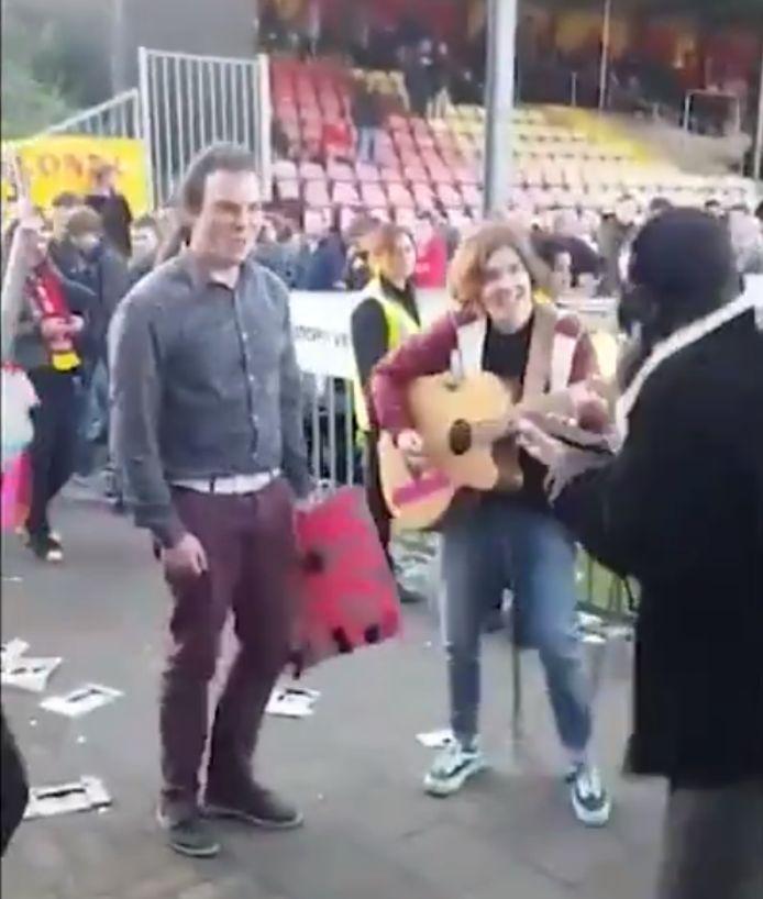 De band Get Jealous na de wedstrijd Go Ahead Eagles - RKC Waalwijk (4-5) in het stadion van Go Ahead Eagles.