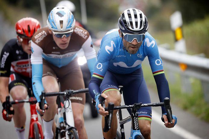 Valverde met Godon en Dewulf in zijn wiel.