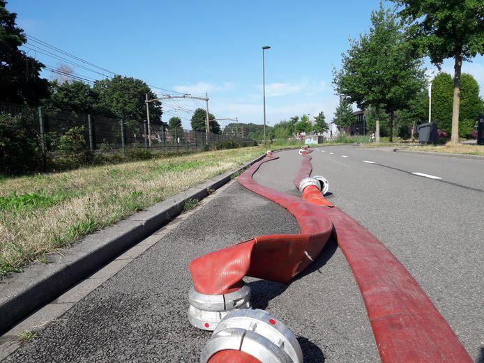 De brandweer moest zondag 750 meter verderop water halen uit de Voorste Stroom om de brand bij Fire-Up te beteugelen