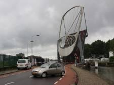Storing aan Delftse Kolenhavenbrug stremt doorgaand verkeer op Wateringseweg