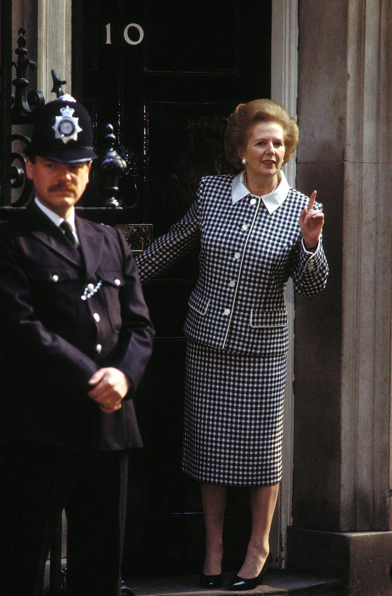 Margaret Thatcher in mantelpak Beeld Getty Images