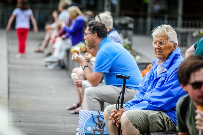 De laagste pensioenen zullen worden opgetrokken. Maar met hoeveel, wanneer en voor wie is nog lang niet duidelijk.