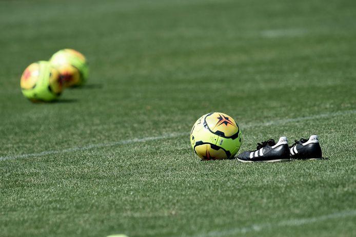 ballons et chaussures  FOOTBALL : Entrainement des joueurs de l'AS SAint-Etienne - Ligue 1 Conforama - 24/06/2020 © PanoramiC ! only BELGIUM !