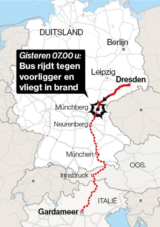 De bus was met twee chauffeurs en 46 passagiers op weg van Dresden naar het Gardameer.