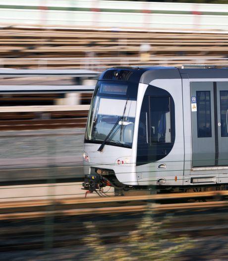 Station Marconiplein ontruimd: vastgelopen metro zorgt voor rookontwikkeling