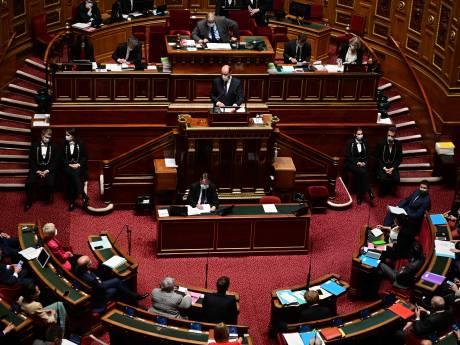 """Le Sénat français adopte un projet de loi durci sur le """"séparatisme"""", dont des mesures sur le port du voile"""